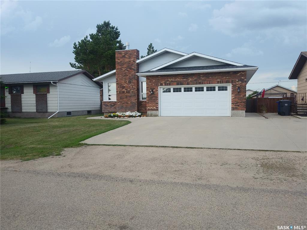 Main Photo: 109 3rd Street in Dundurn: Residential for sale : MLS®# SK819363