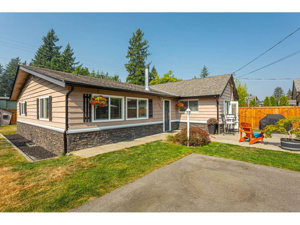 "Main Photo: 19659 36 Avenue in Langley: Brookswood Langley House for sale in ""Brookswood"" : MLS®# R2496777"