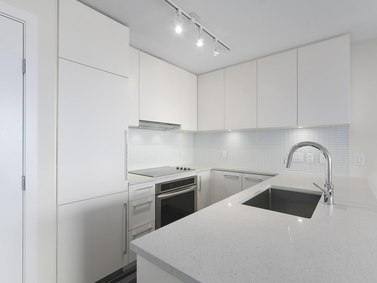 """Main Photo: 1801 668 COLUMBIA Street in New Westminster: Quay Condo for sale in """"Trapp + Holbrook"""" : MLS®# R2398194"""