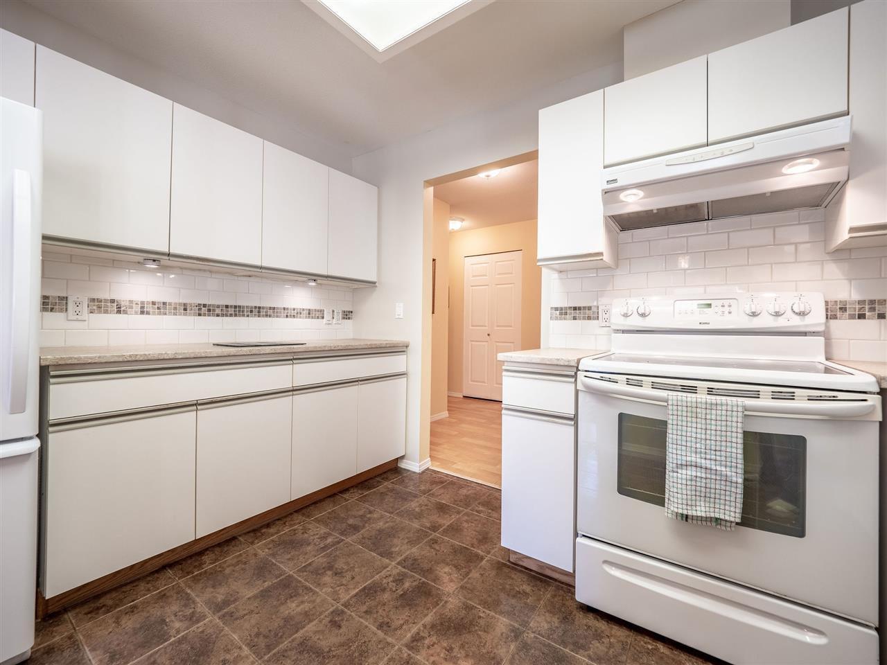 "Photo 8: Photos: 105 5768 MARINE Way in Sechelt: Sechelt District Condo for sale in ""Cypress Ridge"" (Sunshine Coast)  : MLS®# R2446337"
