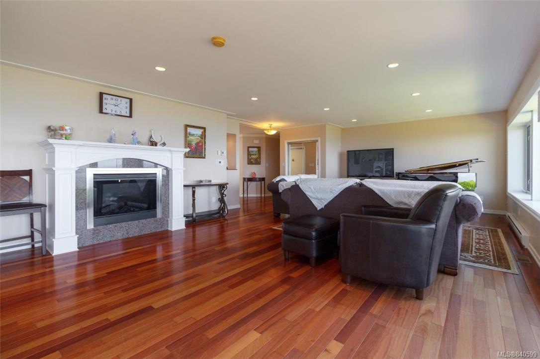 Photo 8: Photos: 4600 Bonnieview Pl in Saanich: SE Gordon Head Single Family Detached for sale (Saanich East)  : MLS®# 840599
