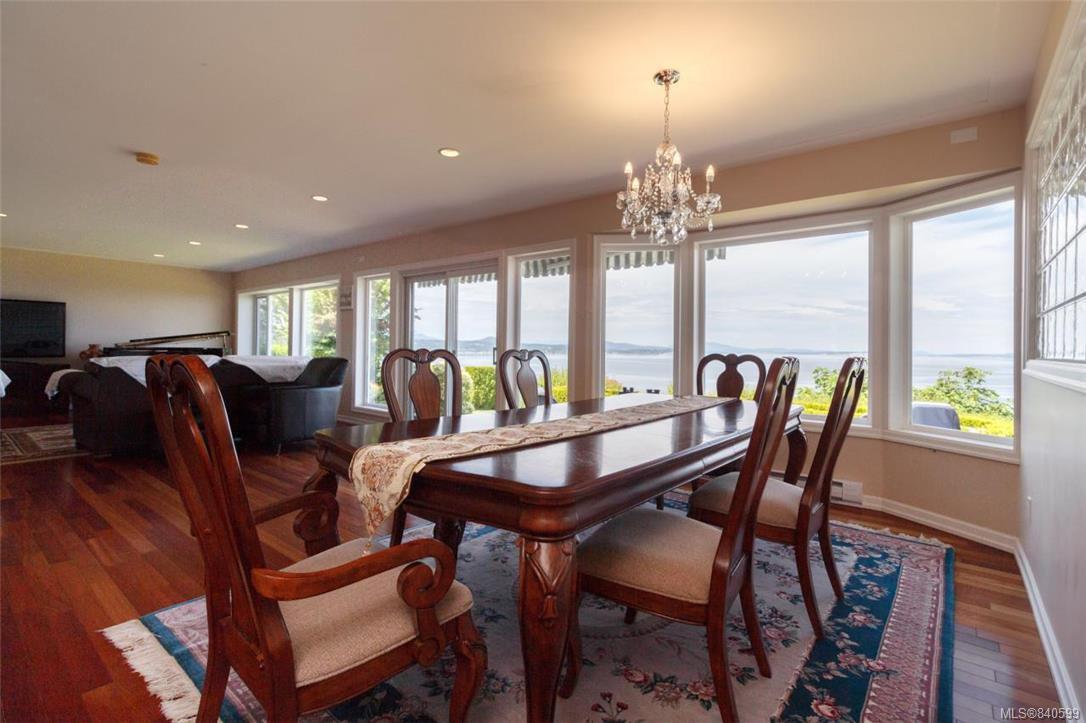 Photo 11: Photos: 4600 Bonnieview Pl in Saanich: SE Gordon Head Single Family Detached for sale (Saanich East)  : MLS®# 840599