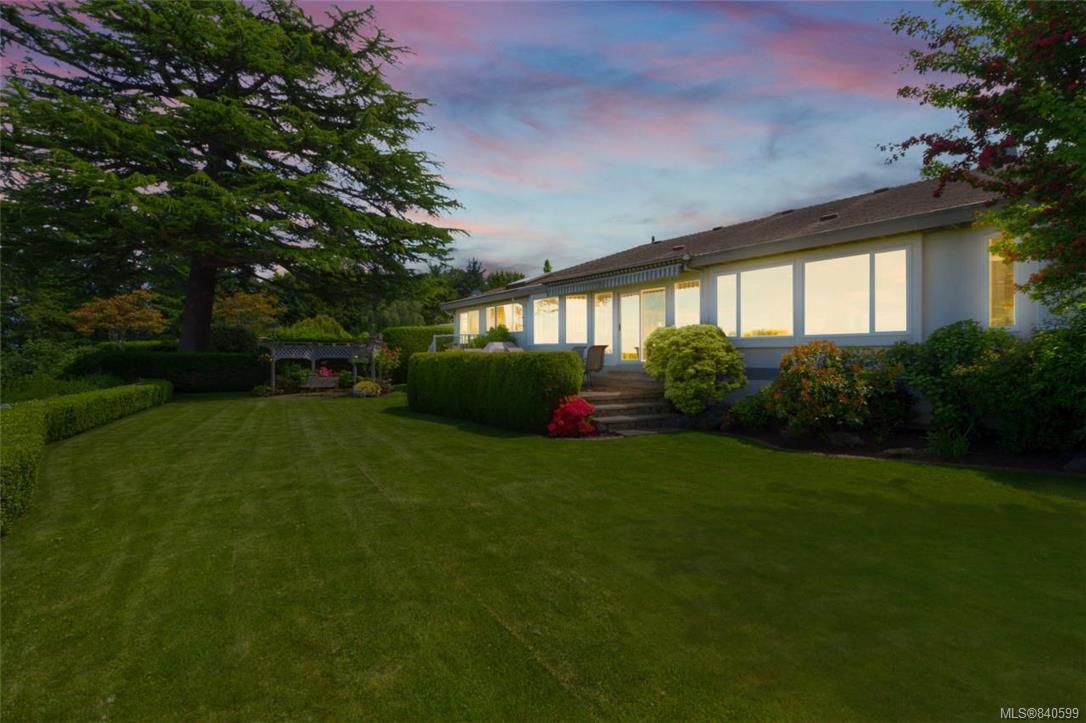 Photo 6: Photos: 4600 Bonnieview Pl in Saanich: SE Gordon Head Single Family Detached for sale (Saanich East)  : MLS®# 840599