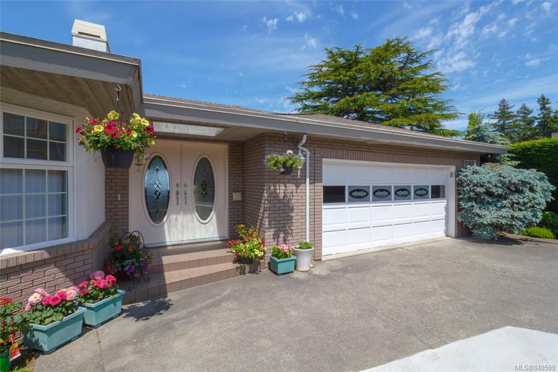 Photo 4: Photos: 4600 Bonnieview Pl in Saanich: SE Gordon Head Single Family Detached for sale (Saanich East)  : MLS®# 840599