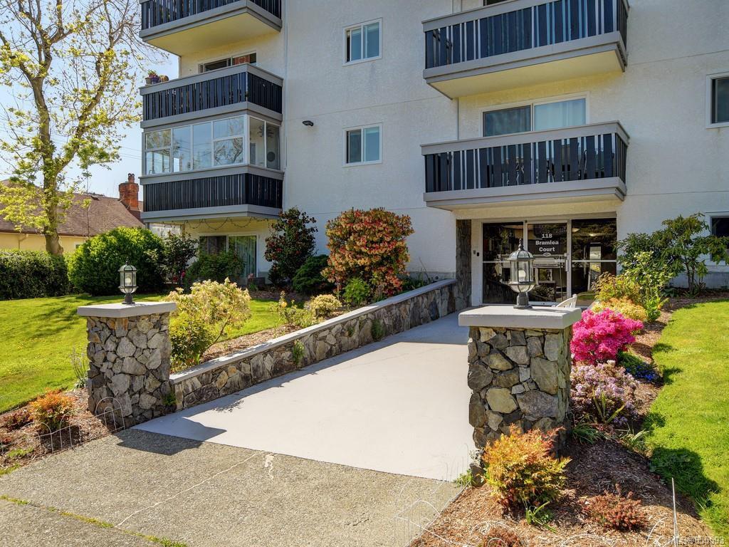 Main Photo: 108 118 Croft St in : Vi James Bay Condo Apartment for sale (Victoria)  : MLS®# 855593