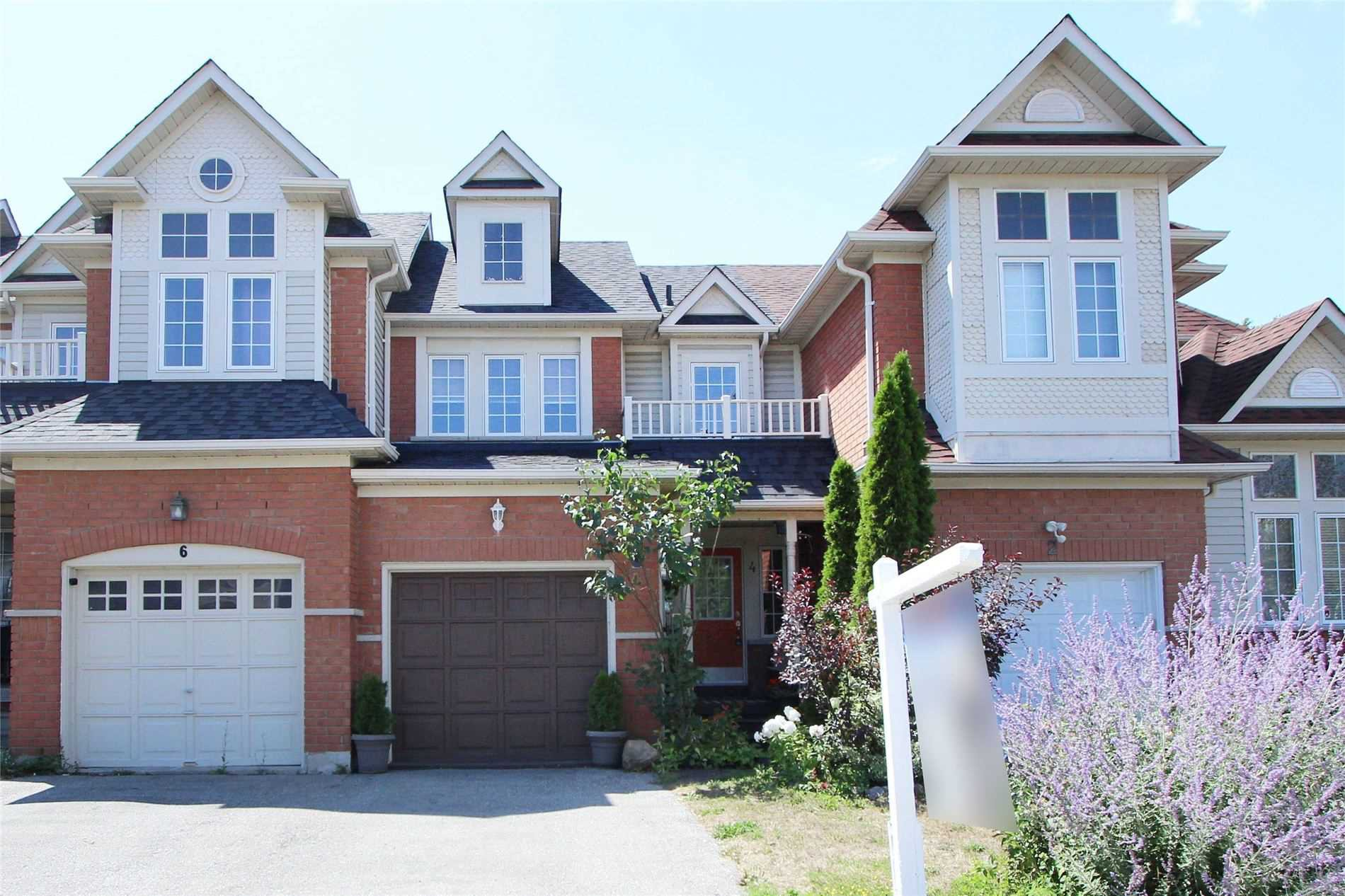 Main Photo: 4 Whitewater St in Whitby: Freehold for sale : MLS®# E4863589