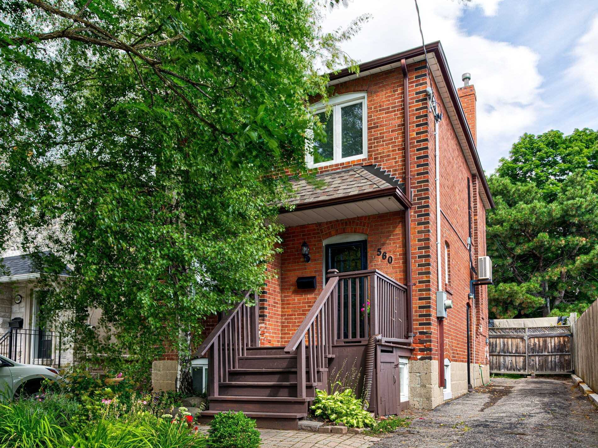 Main Photo: 560 Davisville Avenue in Toronto: Mount Pleasant East House (2 1/2 Storey) for sale (Toronto C10)  : MLS®# C4866933