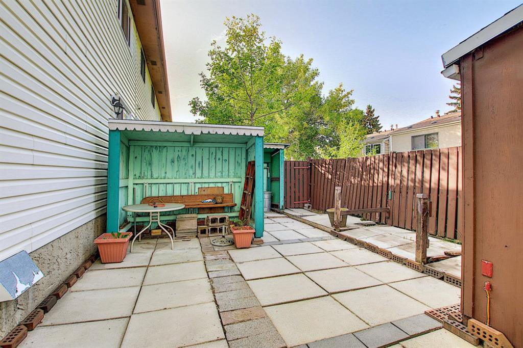 Photo 29: Photos: 217 PINESET Place NE in Calgary: Pineridge Row/Townhouse for sale : MLS®# A1028870
