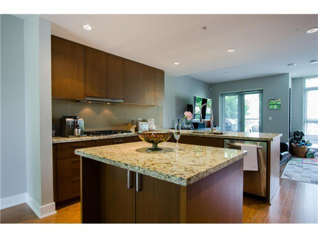 Main Photo: 305 1155 THE HIGH Street in Coquitlam: Home for sale : MLS®# V1123644