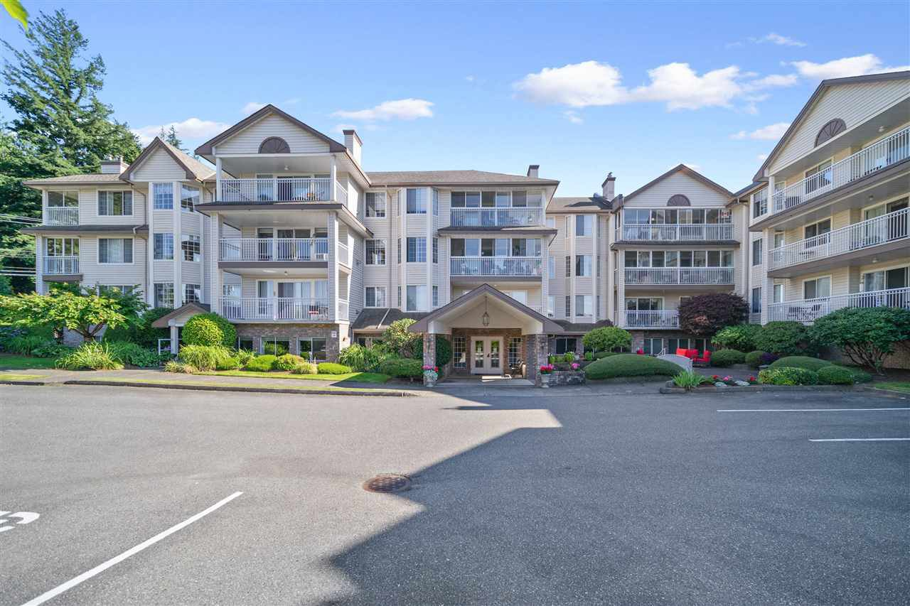 "Main Photo: 101 2491 GLADWIN Road in Abbotsford: Abbotsford West Condo for sale in ""LAKEWOOD GARDENS"" : MLS®# R2477797"