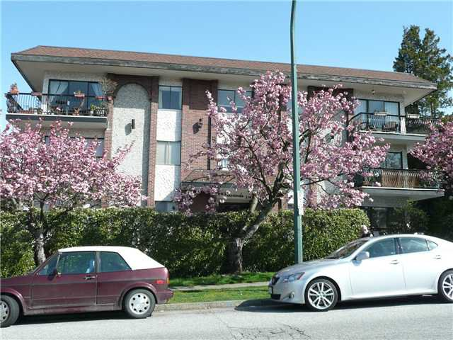 "Main Photo: 307 214 E 15TH Street in North Vancouver: Central Lonsdale Condo for sale in ""HACIENDA"" : MLS®# V826672"