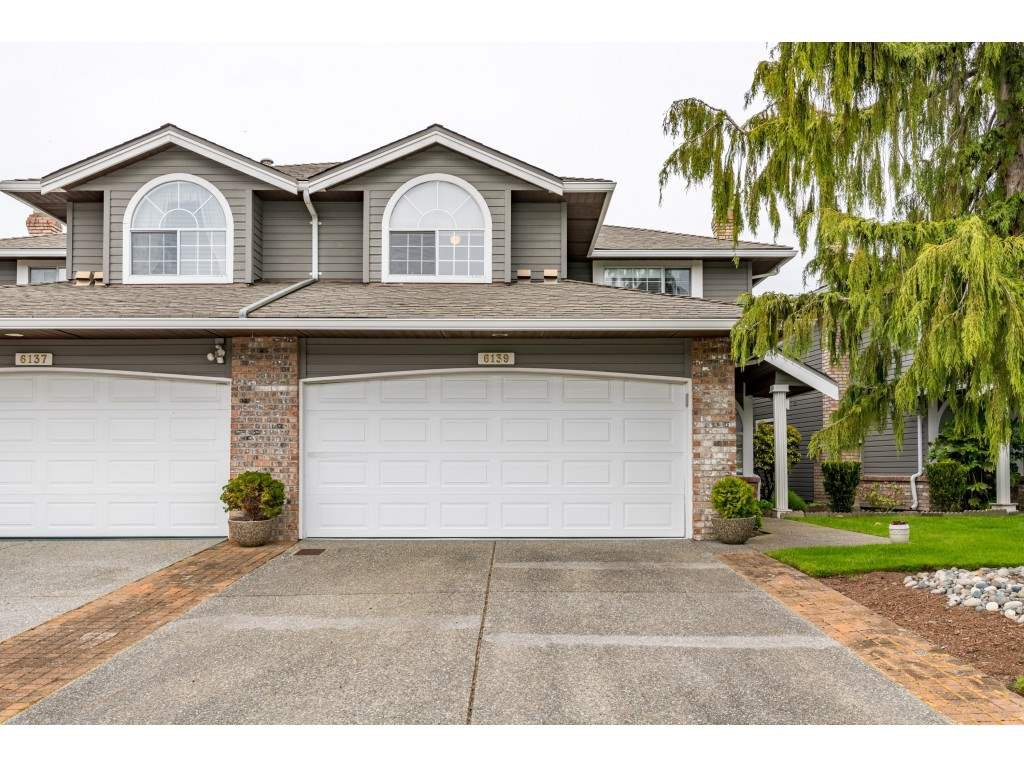 "Main Photo: 6139 W BOUNDARY Drive in Surrey: Panorama Ridge Townhouse for sale in ""LAKEWOOD GARDENS"" : MLS®# R2452648"