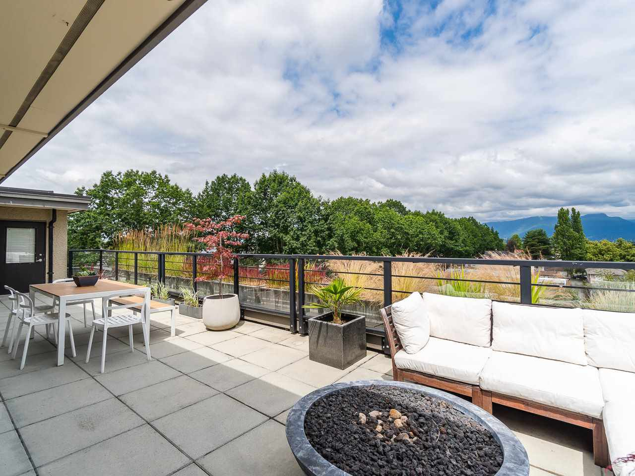 750 sq ft patio with unobstructed view of the Mountains