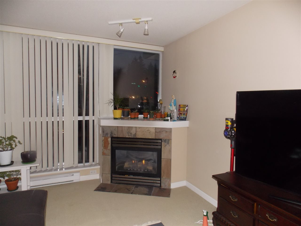"""Photo 3: Photos: 206 235 GUILDFORD Way in Port Moody: North Shore Pt Moody Condo for sale in """"THE SINCLAIR"""" : MLS®# R2512099"""