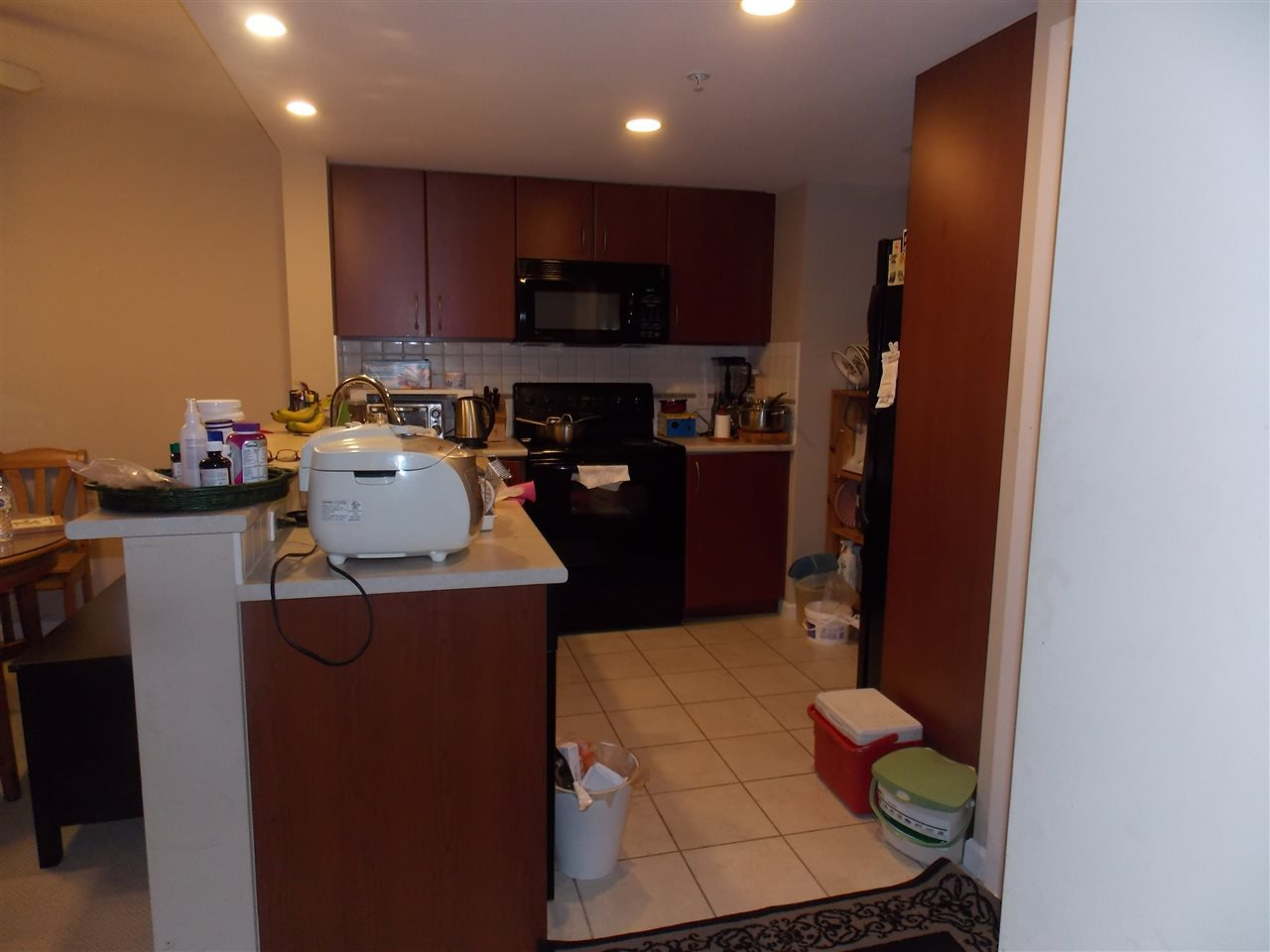 """Photo 6: Photos: 206 235 GUILDFORD Way in Port Moody: North Shore Pt Moody Condo for sale in """"THE SINCLAIR"""" : MLS®# R2512099"""