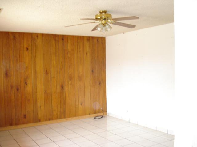 Photo 2: Photos: EAST ESCONDIDO House for sale : 2 bedrooms : 1608 Cherry Place in Escondido