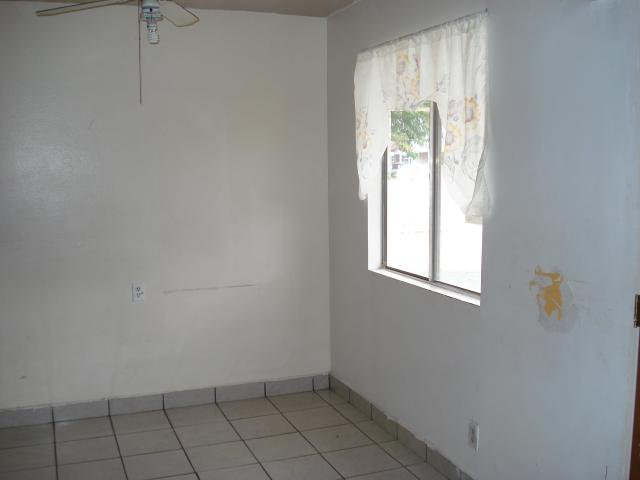 Photo 4: Photos: EAST ESCONDIDO House for sale : 2 bedrooms : 1608 Cherry Place in Escondido