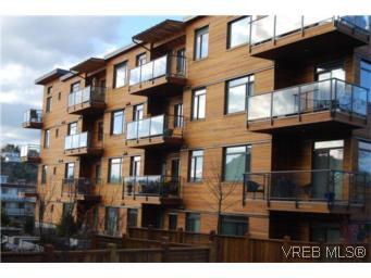 Main Photo: 202 3614 richmond Rd in VICTORIA: SE Mt Tolmie Condo Apartment for sale (Saanich East)  : MLS®# 498925