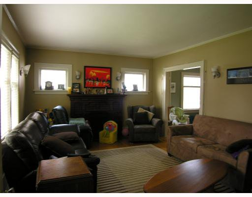 Photo 2: Photos: 660 W 13TH Avenue in Vancouver: Fairview VW House for sale (Vancouver West)  : MLS®# V761116