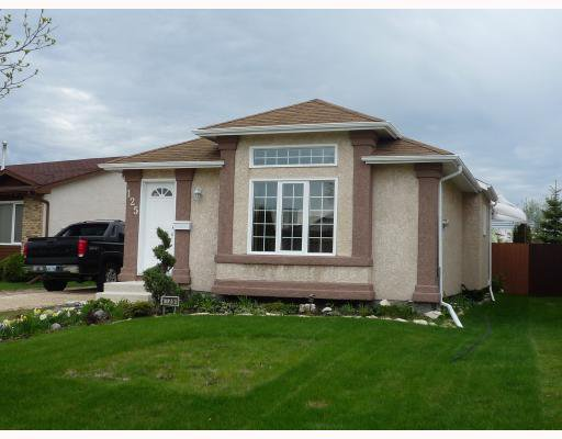 Main Photo: 125 SKOWRON in WINNIPEG: North Kildonan Residential for sale (North East Winnipeg)  : MLS®# 2909687