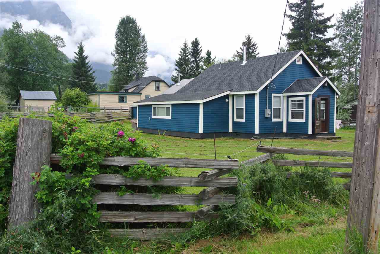 Main Photo: 4326 11 Avenue: Hazelton House for sale (Smithers And Area (Zone 54))  : MLS®# R2393949