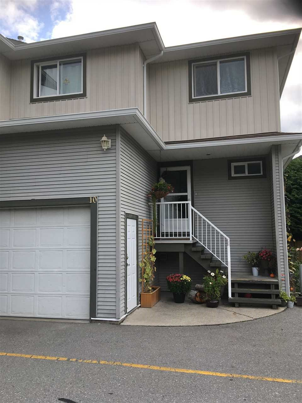 Main Photo: 10 39754 Government Road in Squamish: Townhouse for sale : MLS®# R2406689