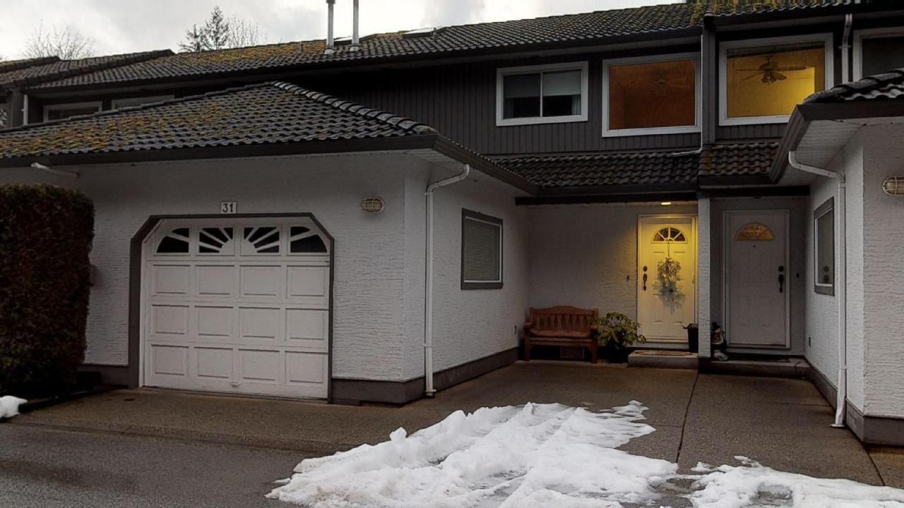 "Main Photo: 31 2401 MAMQUAM Road in Squamish: Garibaldi Highlands Townhouse for sale in ""Highland Glen"" : MLS®# R2432737"