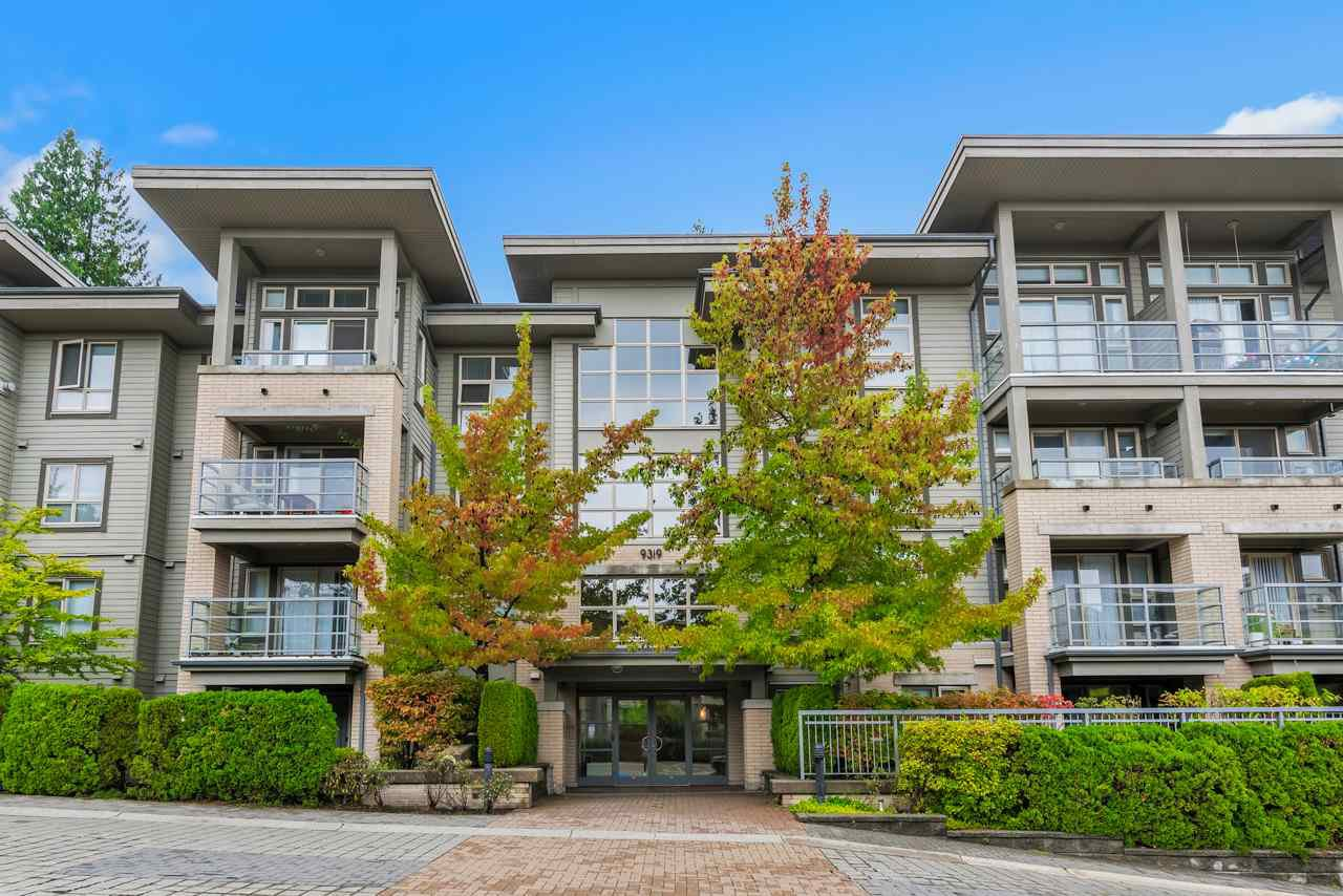 Main Photo: 305 9319 UNIVERSITY CRESCENT in Burnaby: Simon Fraser Univer. Condo for sale (Burnaby North)  : MLS®# R2406319