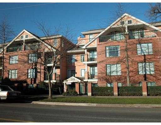 """Main Photo: 402 929 W 16TH Avenue in Vancouver: Fairview VW Condo for sale in """"OAKVIEW GARDEN"""" (Vancouver West)  : MLS®# V772154"""