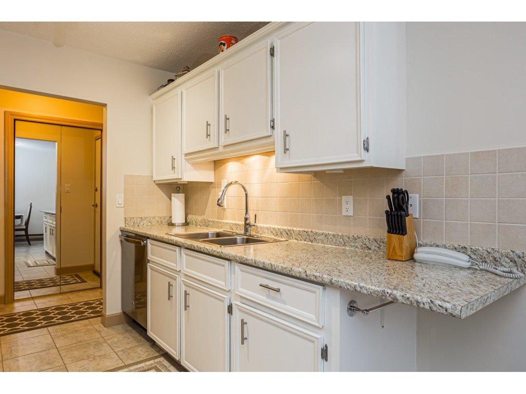 """Main Photo: 306 46374 MARGARET Avenue in Chilliwack: Chilliwack E Young-Yale Condo for sale in """"MOUNTVIEW APARTMENTS"""" : MLS®# R2400394"""