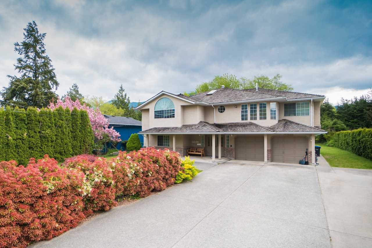 Main Photo: 40190 Diamond Head Road in Squamish: House for sale : MLS®# R2349226