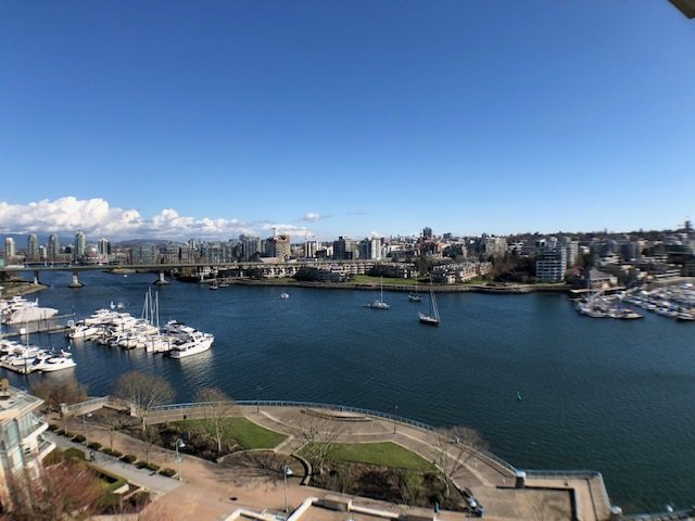 """Main Photo: 1103 1328 MARINASIDE Crescent in Vancouver: Yaletown Condo for sale in """"THE CONCORD"""" (Vancouver West)  : MLS®# R2444768"""