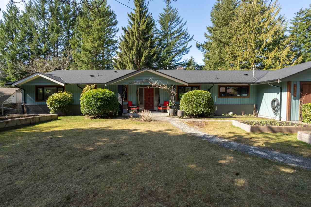"Main Photo: 41755 REID Road in Squamish: Brackendale House for sale in ""BRACKENDALE"" : MLS®# R2445526"