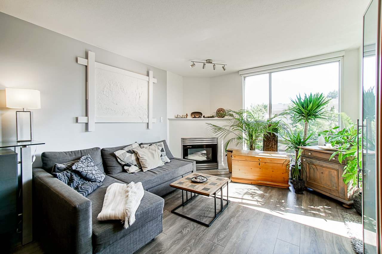 "Main Photo: 319 2255 WEST 4TH Avenue in Vancouver: Kitsilano Condo for sale in ""Capers Building"" (Vancouver West)  : MLS®# R2469536"