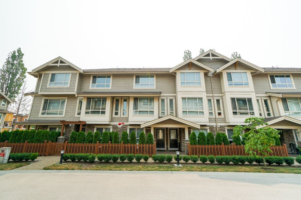 Main Photo: 28 19752 55A AVENUE in : Langley City Townhouse for sale : MLS®# R2298043