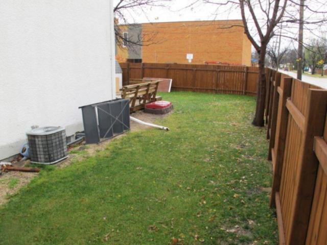 Photo 3: Photos:  in WINNIPEG: East Kildonan Residential for sale (North East Winnipeg)  : MLS®# 1021178