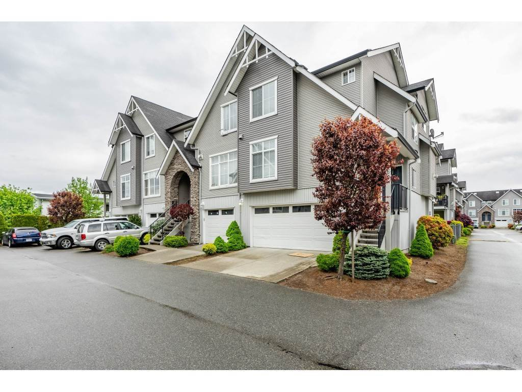 "Main Photo: 44 8881 WALTERS Street in Chilliwack: Chilliwack E Young-Yale Townhouse for sale in ""Eden Park"" : MLS®# R2409894"