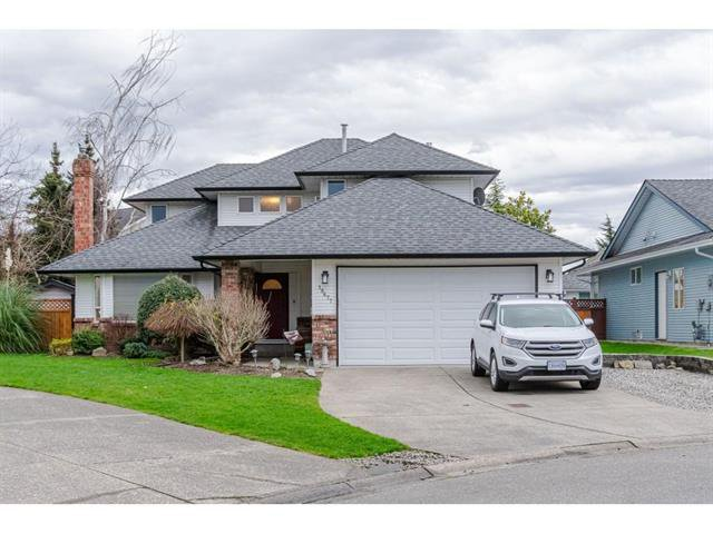 Main Photo: 18677 61A Ave in Surrey: Cloverdale BC House for sale : MLS®# R2426392