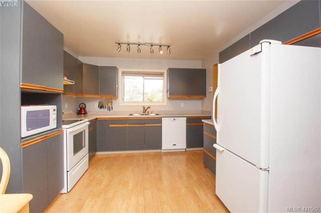 Photo 3: Photos: 6648 Rey Road in VICTORIA: CS Tanner Single Family Detached for sale (Central Saanich)  : MLS®# 421582