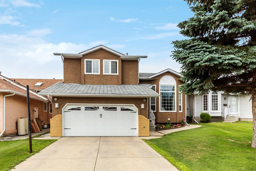 Main Photo: 2882 CATALINA Boulevard NE in Calgary: Monterey Park Detached for sale : MLS®# A1015772