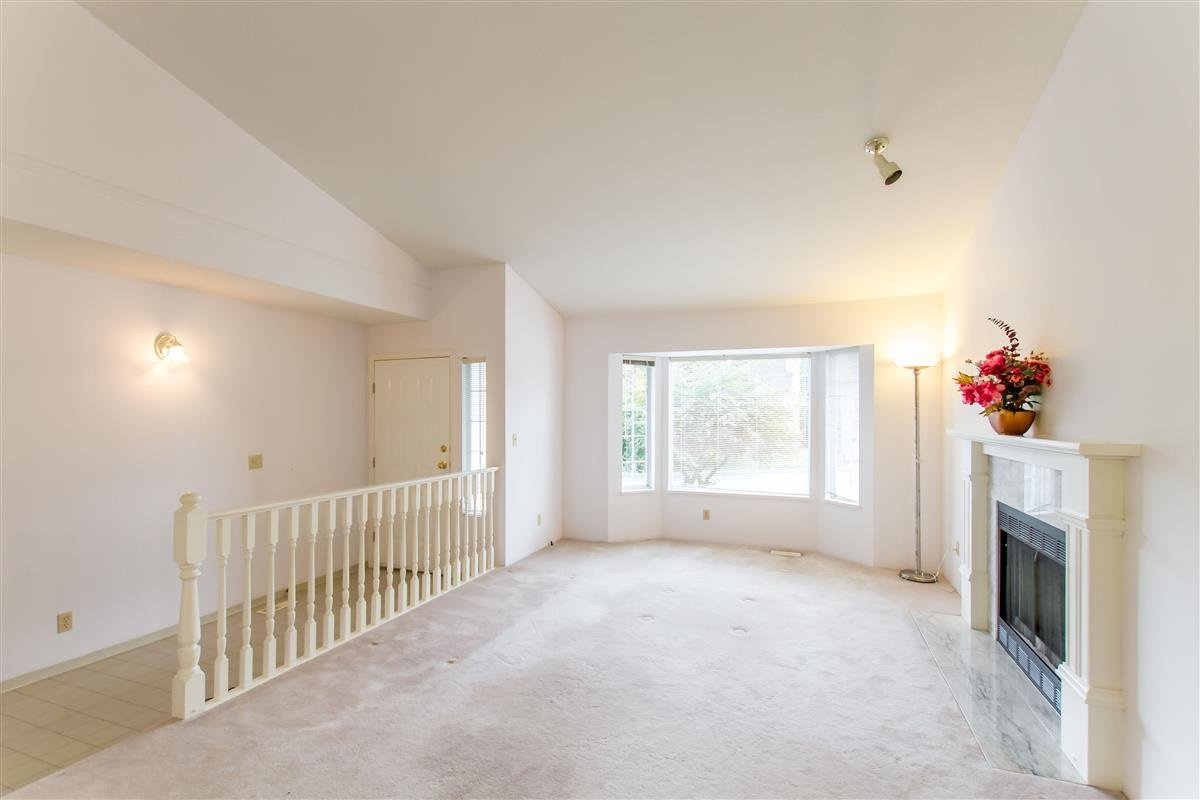 Photo 3: Photos: 2985 JULIAN Avenue in Coquitlam: Canyon Springs House for sale : MLS®# R2388303