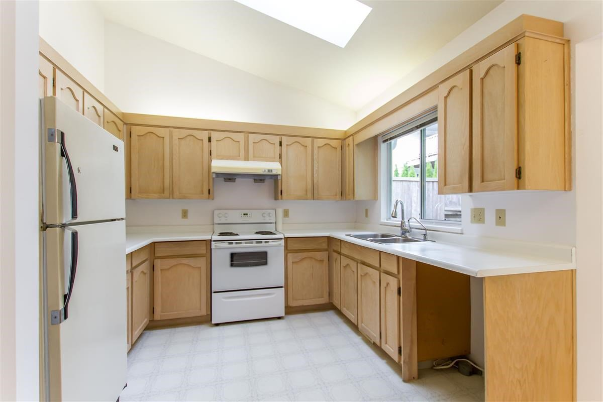 Photo 6: Photos: 2985 JULIAN Avenue in Coquitlam: Canyon Springs House for sale : MLS®# R2388303