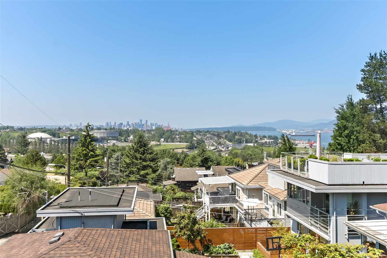 Main Photo: 255 N KOOTENAY Street in Vancouver: Hastings Sunrise House for sale (Vancouver East)  : MLS®# R2425740