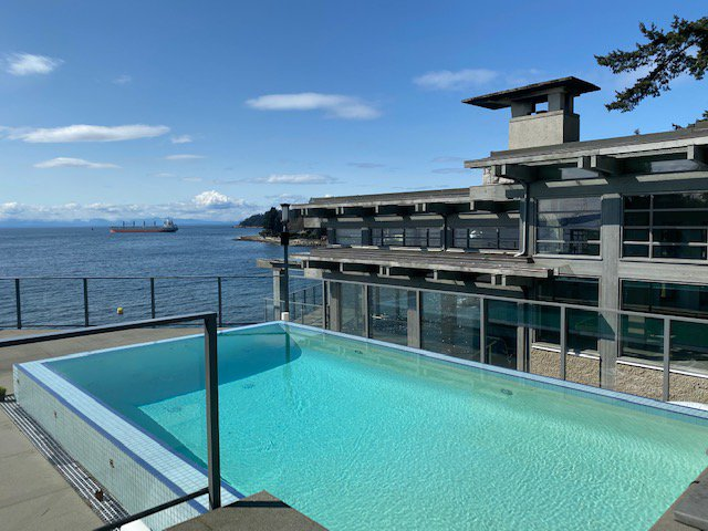 Main Photo: 4012 Marine Drive in West Vancouver: Sandy Cove House for rent