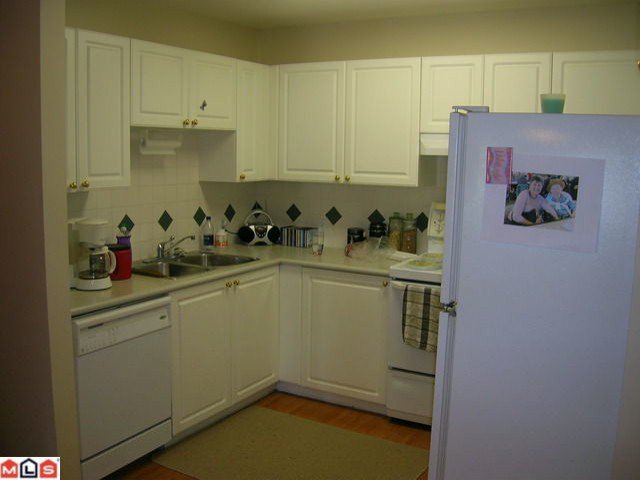 """Photo 3: Photos: 308 13680 84TH Avenue in Surrey: Bear Creek Green Timbers Condo for sale in """"THE TRAILS"""" : MLS®# F1014106"""