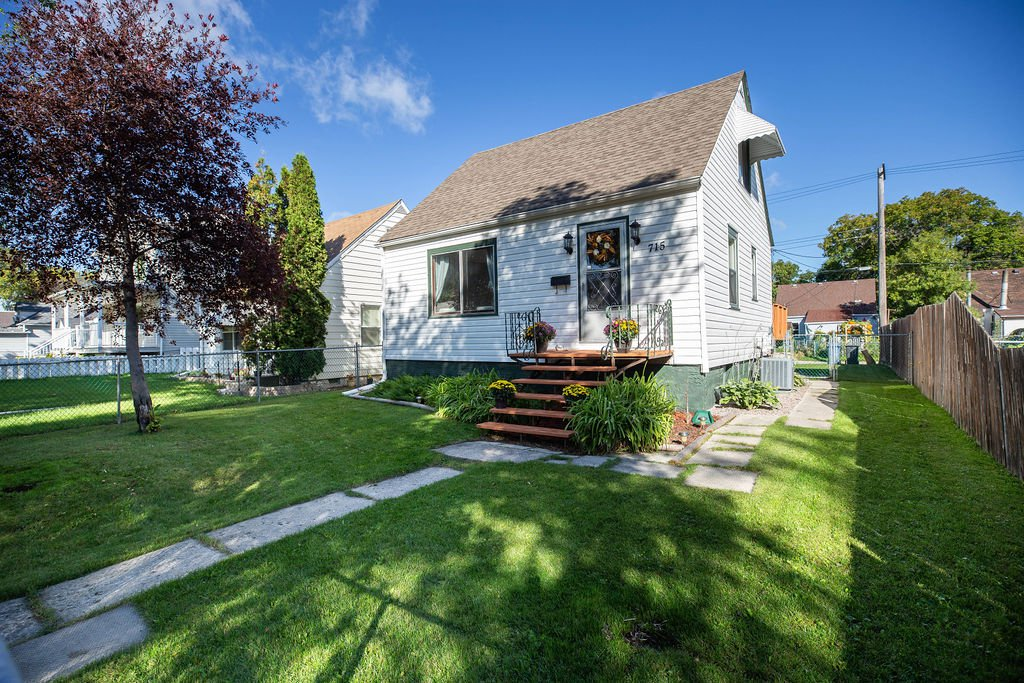 Main Photo: 715 Carter Avenue in Winnipeg: Residential for sale (1B)  : MLS®# 1925746
