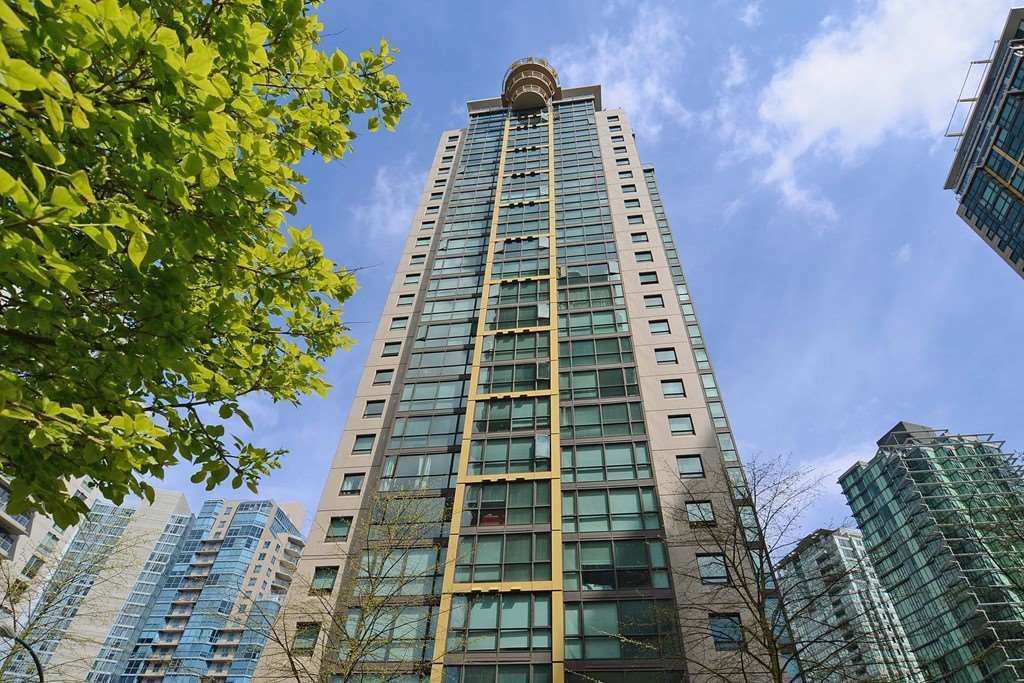 "Main Photo: 608 1367 ALBERNI Street in Vancouver: West End VW Condo for sale in ""THE LIONS"" (Vancouver West)  : MLS®# R2464948"