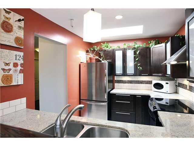 """Main Photo: 408 2439 WILSON Avenue in Port Coquitlam: Central Pt Coquitlam Condo for sale in """"AVEBURY POINT"""" : MLS®# V842220"""