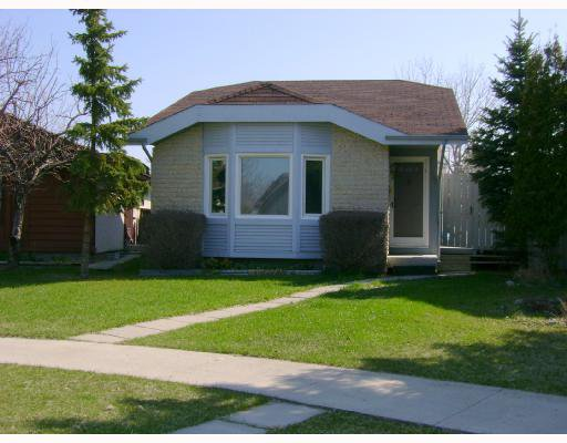 Main Photo: 142 CHARTER Drive in WINNIPEG: Maples / Tyndall Park Residential for sale (North West Winnipeg)  : MLS®# 2808212