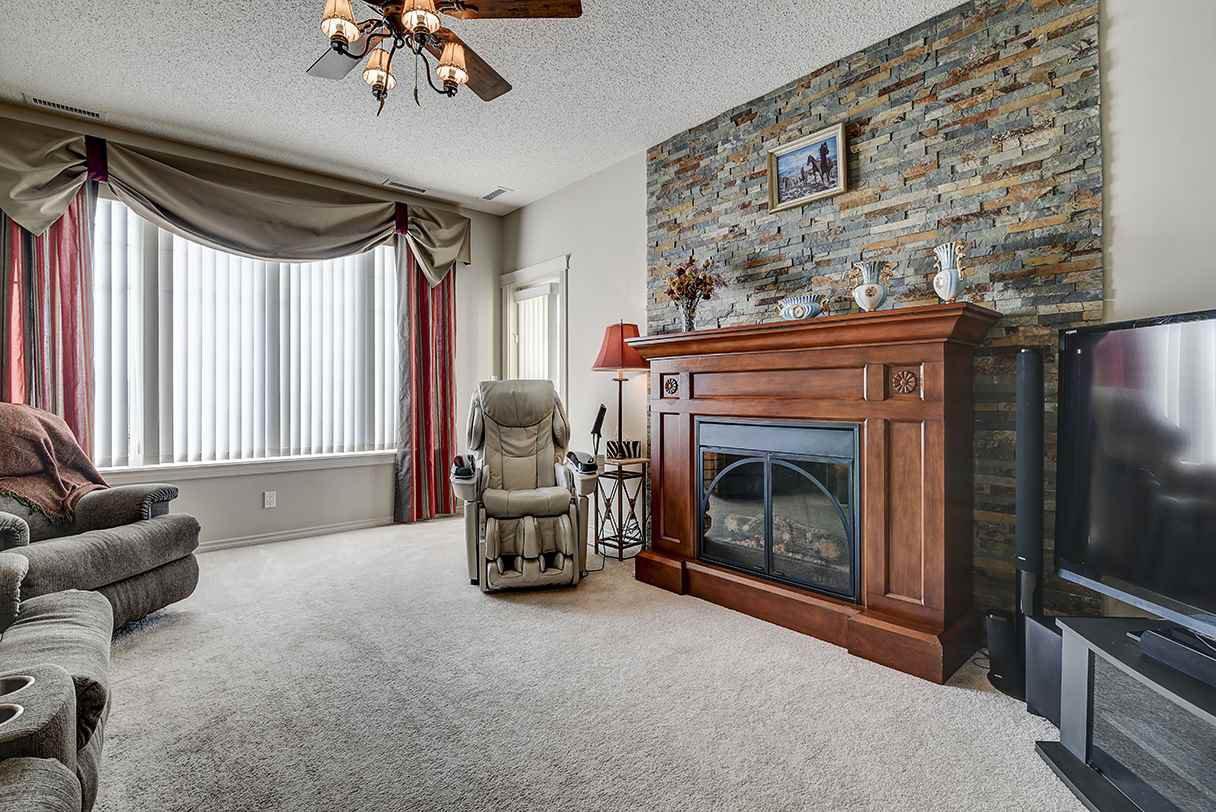 Main Photo: 332 9820 165 Street in Edmonton: Zone 22 Condo for sale : MLS®# E4183575